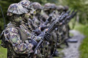 Szwajcarzy przeciwni zaostrzaniu eurodyrektywy o broni