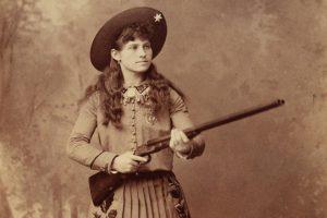 Mały Pewny Strzał – historia Annie Oakley